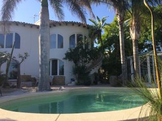 4 bed Calpe Villa with Air Con, Wi-Fi and Pool - Calpe vacation rentals