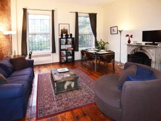 Spacious 2 bed/2 bath (entire 2nd floor) - New York City vacation rentals