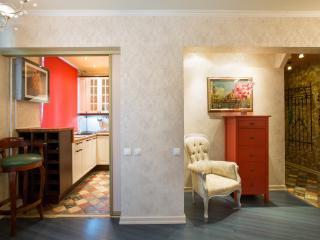 Fantastic 2-room apartment, 1km from Kremlin - Moscow vacation rentals