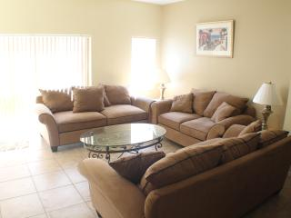 Great 3 bed town home in resort complex - Kissimmee vacation rentals