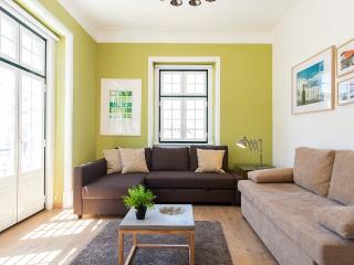 SUNNY CHIADO w VIEW, 4 ROOMS 15 People - Lisbon vacation rentals