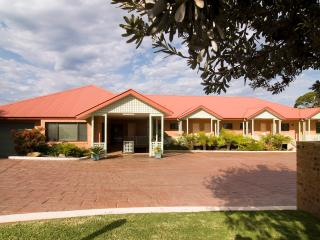 Nice 2 bedroom Mollymook Apartment with Internet Access - Mollymook vacation rentals