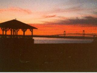 Right on Harbor and Bay 2Bed Furnished Condo - Newport vacation rentals