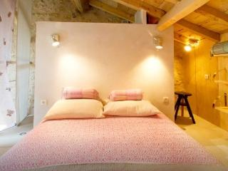 16th Cent. LOFT APPARTMENT CLOSE TO SAINT EMILION - Bellefond vacation rentals