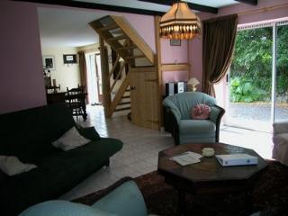 Bright 3 bedroom Gite in Belle-Isle-en-Terre with Internet Access - Belle-Isle-en-Terre vacation rentals
