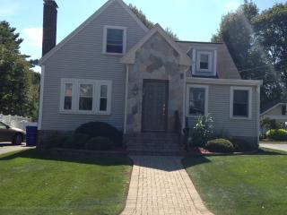 THREE BEDROOM 2 FULL BATHS MINUTES FROM BOSTON - Newton vacation rentals