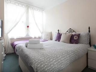 Beautiful Double/Triple Room in Chiswick (R2) - London vacation rentals