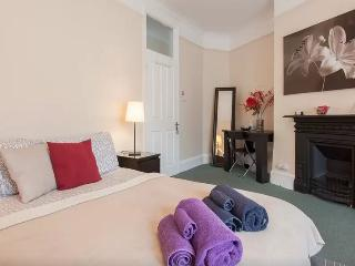 Spacious Dbl/Triple Room in Chiswick (R3) - London vacation rentals