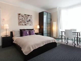 Deluxe Family Room in Chiswick, West London (R4) - London vacation rentals