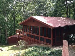 Nice 2 bedroom Cabin in Blairsville with Deck - Blairsville vacation rentals