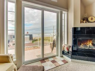 Walk your dog across the street to the beach from this Oregon coast home! - Rockaway Beach vacation rentals