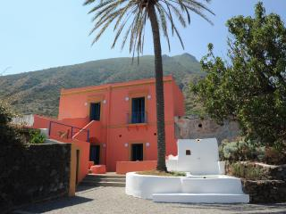 Casa della Palma in Capofaro. Eolian Islands Italy - Malfa vacation rentals