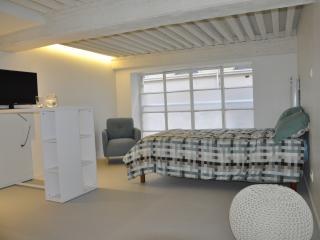 Romantic 1 bedroom Lyon Condo with Internet Access - Lyon vacation rentals