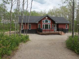 Gorgeous 3 bedroom Lac du Bonnet Cottage with Internet Access - Lac du Bonnet vacation rentals