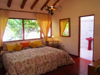 3 bedroom Condo with Internet Access in Urubamba - Urubamba vacation rentals
