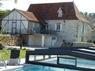 Chaleureuse Maison de Campagne Du Quercy Rénovée - Mayrinhac-Lentour vacation rentals
