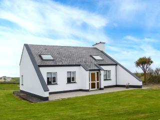 ATLANTIC VIEW, detached, pet-friendly, garden, open fire near Miltown Malbay, Ref 922998 - Milltown Malbay vacation rentals