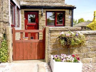 MOORSIDE COTTAGE, stone-built, pet-friendly, woodburner, patio, near Haworth, Ref 920588 - Haworth vacation rentals