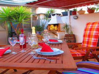 Attic, terrace and barbecue, 3 bedrooms, Barcelona Airport. (R HL) - Viladecans vacation rentals
