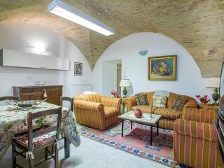 Sunny Apartment with Internet Access and Short Breaks Allowed - Assisi vacation rentals