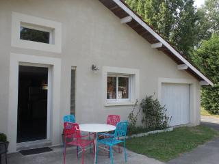 2 bedroom Gite with Internet Access in Pugnac - Pugnac vacation rentals