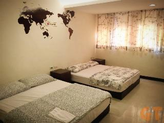 *MRT ZhongXiaoDunHua 1 MIN* 4 Bedroom 4 Bath APT - Taipei vacation rentals