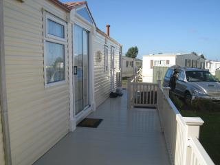 Lovely spacious luxury 6 bth caravan with decking - Skegness vacation rentals