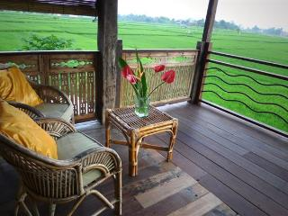 Gorgeous Wooden Bungalow Overlooking Ricefields - Lodtunduh vacation rentals