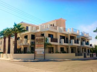 Sunny 2 bedroom Oroklini Condo with Internet Access - Oroklini vacation rentals