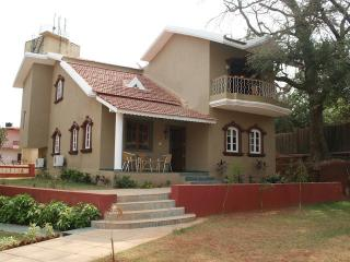 Spacious 4 bedroom Bungalow in Goa Velha with A/C - Goa Velha vacation rentals