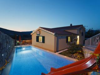 Hiden family house with HEATED POOL 2 km from sea - Marina vacation rentals