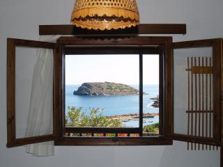 Comfortable 1 bedroom Sitia Apartment with Internet Access - Sitia vacation rentals