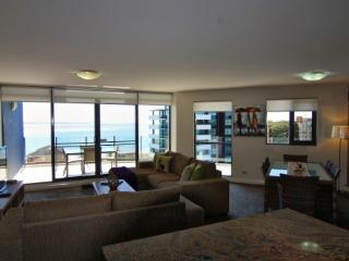 Bright 2 bedroom Forster Condo with Internet Access - Forster vacation rentals