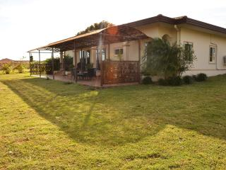 Lovely 2-Bedroom Home near Boquete - Boquete vacation rentals