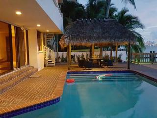 Waterfront Villa pool and dock sleeps 12 -North Bay Village - Miami Beach vacation rentals
