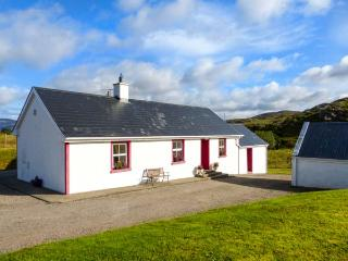 WILLIE'S COTTAGE, ground floor, open fire, pet-friendly, lawned garden, Fintown, Ref 923604 - Doochary vacation rentals