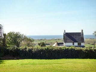 CLEVELAND, large enclosed garden, WiFi, sea views, in Llangennith, Ref 927081 - Llangennith vacation rentals