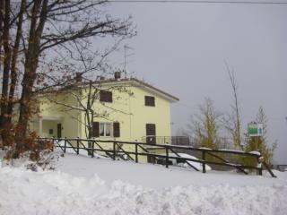 TOLASUDOLSA Rooms, Breakfast and Mountain Bike - Compiano vacation rentals