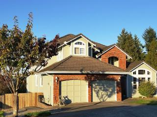 Nice Condo with Television and DVD Player - Puyallup vacation rentals