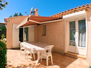Adorable House in Le Lavandou with Dishwasher, sleeps 4 - Le Lavandou vacation rentals