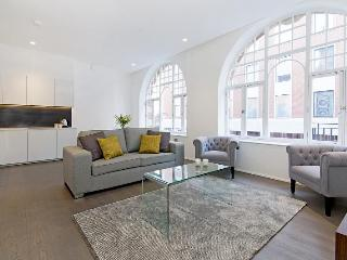 Luxury Oxford St 2 Bedroom Apartment with Balcony - London vacation rentals