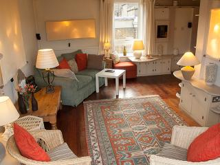 Shabby Chic 1 Bedroom Apartment with Amazing Roof Terrace - World vacation rentals