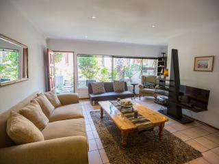 Comfortable Cottage with Internet Access and Satellite Or Cable TV - Johannesburg vacation rentals