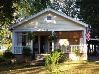Adorable Maplewood Cottage , 1 mile to Ruby Falls - Chattanooga vacation rentals