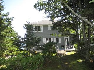 LEDGEMERE | SOUTHPORT ISLAND | BOLD OCEANFRONT | ISLANDS | LIGHTHOUSE | PET-FRIENDLY - Boothbay vacation rentals