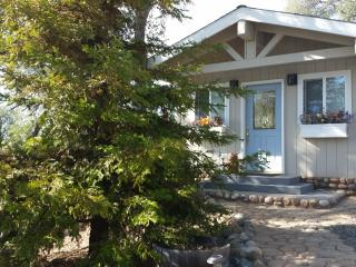 Cozy 1 bedroom Oakhurst Bungalow with Deck - Oakhurst vacation rentals