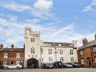 9 ALBION MEWS, second floor apartment, WiFi, yards from city walls in Chester, Ref 916706 - Chester vacation rentals