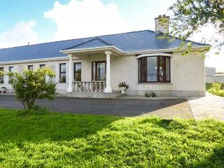 BELLADRIHID COTTAGE, all ground floor, open fires, two bedrooms, on owners' smallholding, near Sligo, Ref 928800 - Sligo vacation rentals