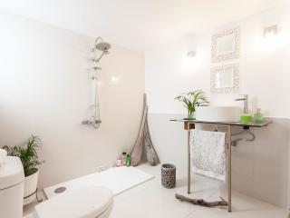 Boutique Apt in Athens-5 Min Away From City Center - Kallithea vacation rentals