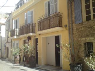 CHAMBRE CHEZ L HABITANT VIEIL ANTIBES - Antibes vacation rentals